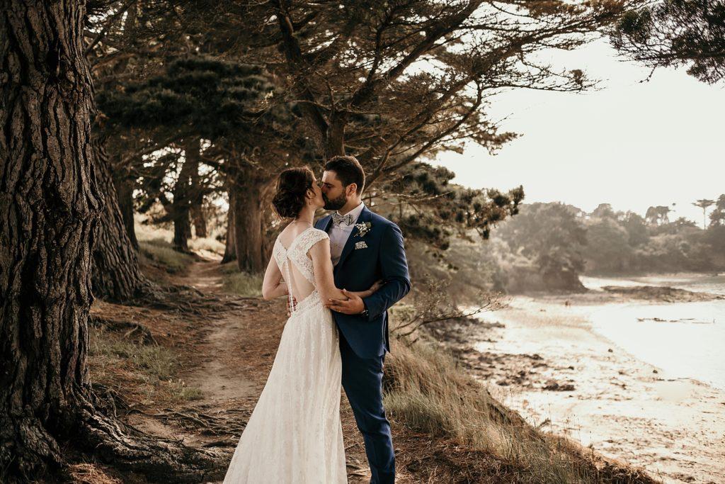 Photographe Mariage Saint Malo photo de mariés en bord de mer