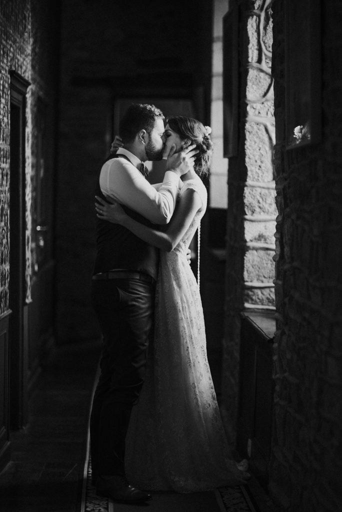 Photographe Mariage Saint Malo mariés en noir et blanc