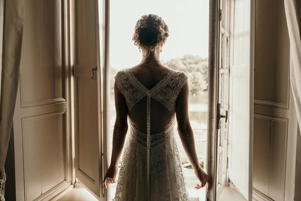 Photographe Mariage Saint Malo robe pronovias de dos
