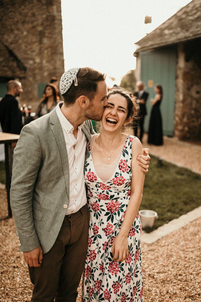 Cérémonie en extérieur invités mariage cocktail