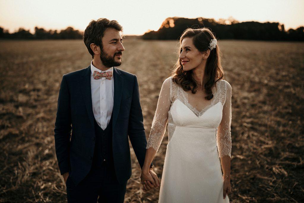 Cérémonie en extérieur photo de couple mariage