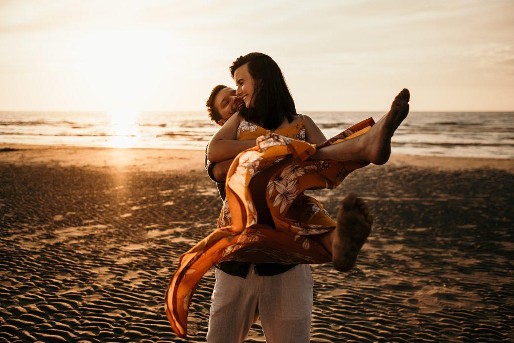 Séance photo à la plage photographe des amoureux