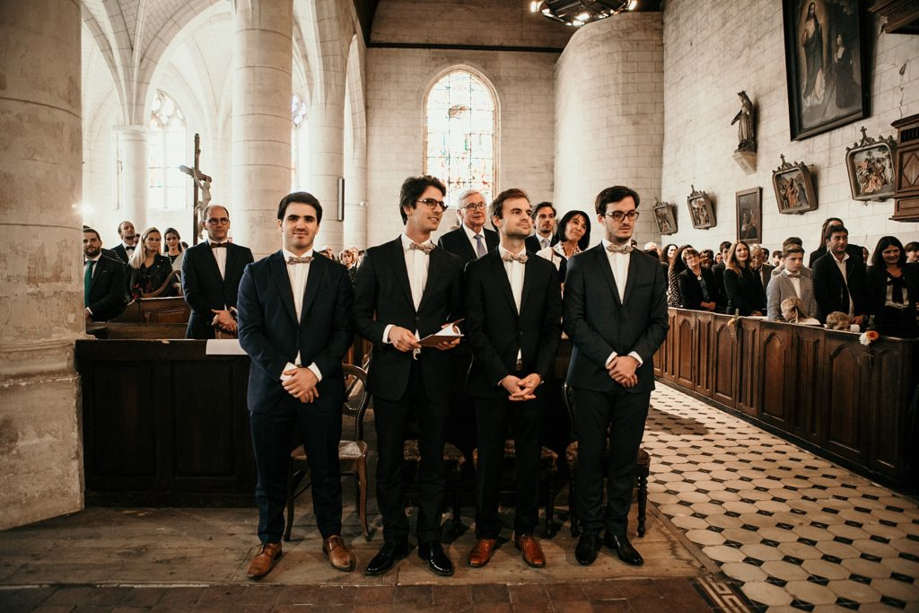 Mariage à la Bergerie de Vaujoly photo de témoins de mariage a l'église